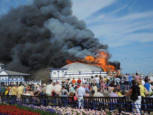 Auf dem Eastbourne Pier ist am Mittwoch ein Feuer ausgebrochen.