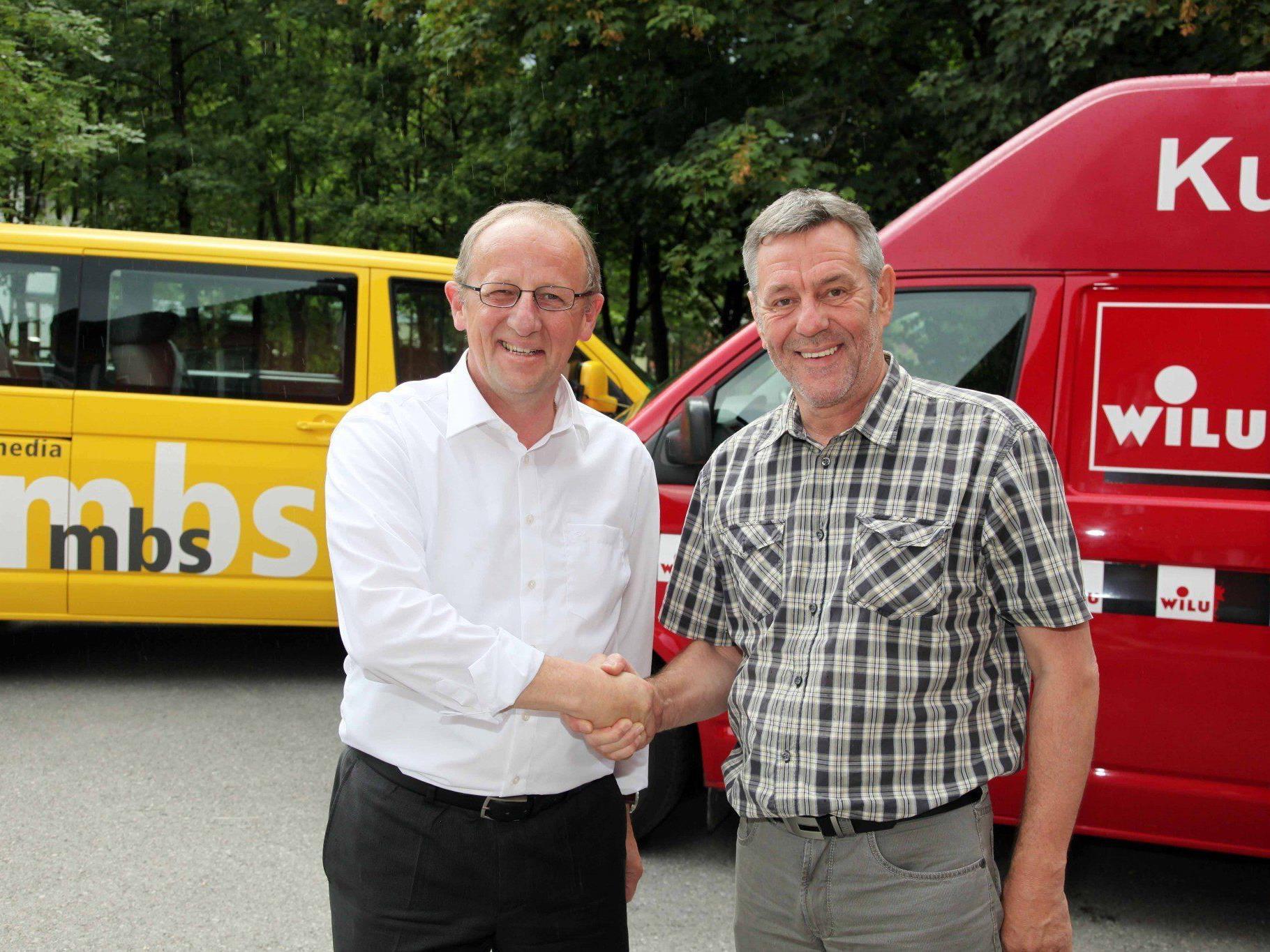 Besiegeln die Übernahme der Firma WILU durch die mbs Gruppe: mbs-Vorstandsdirektor Bertram Luger (l.) und der bisherige WILU-Mehrheitseigner Peter Wieser (r.).