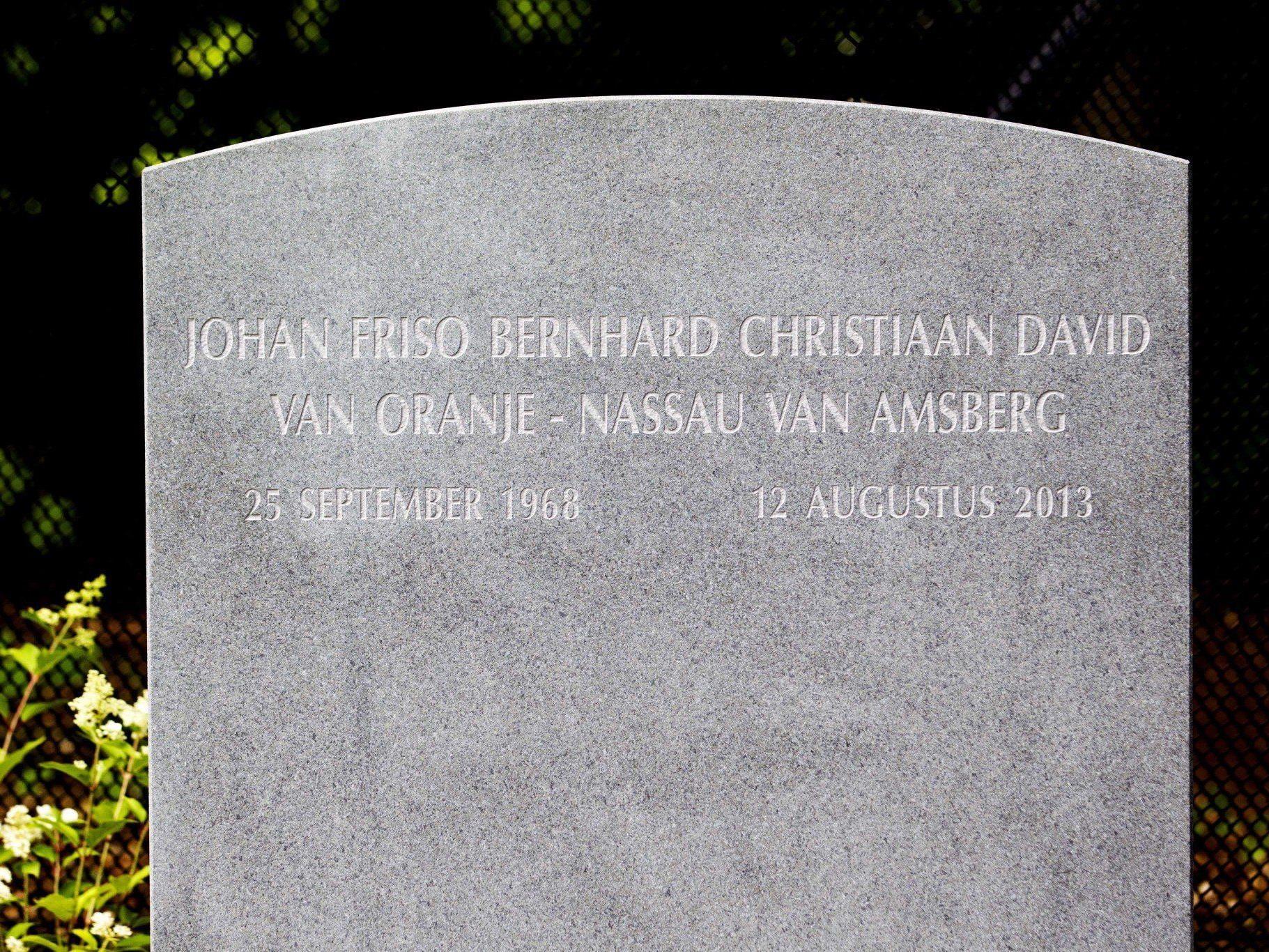 Auf dem Stein sind nur der vollständige Name des Prinzen und sein Geburts- und Todestag eingraviert.