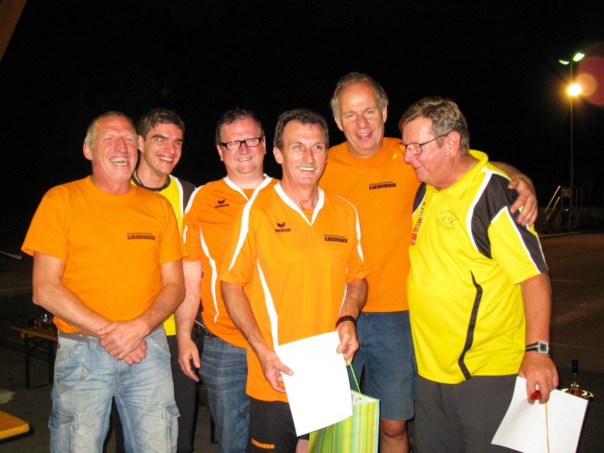 v.l.n.r. (in orange): Herbert Hammerl, Roman Doblander, Hermann Schiller, Johann Zimmermann