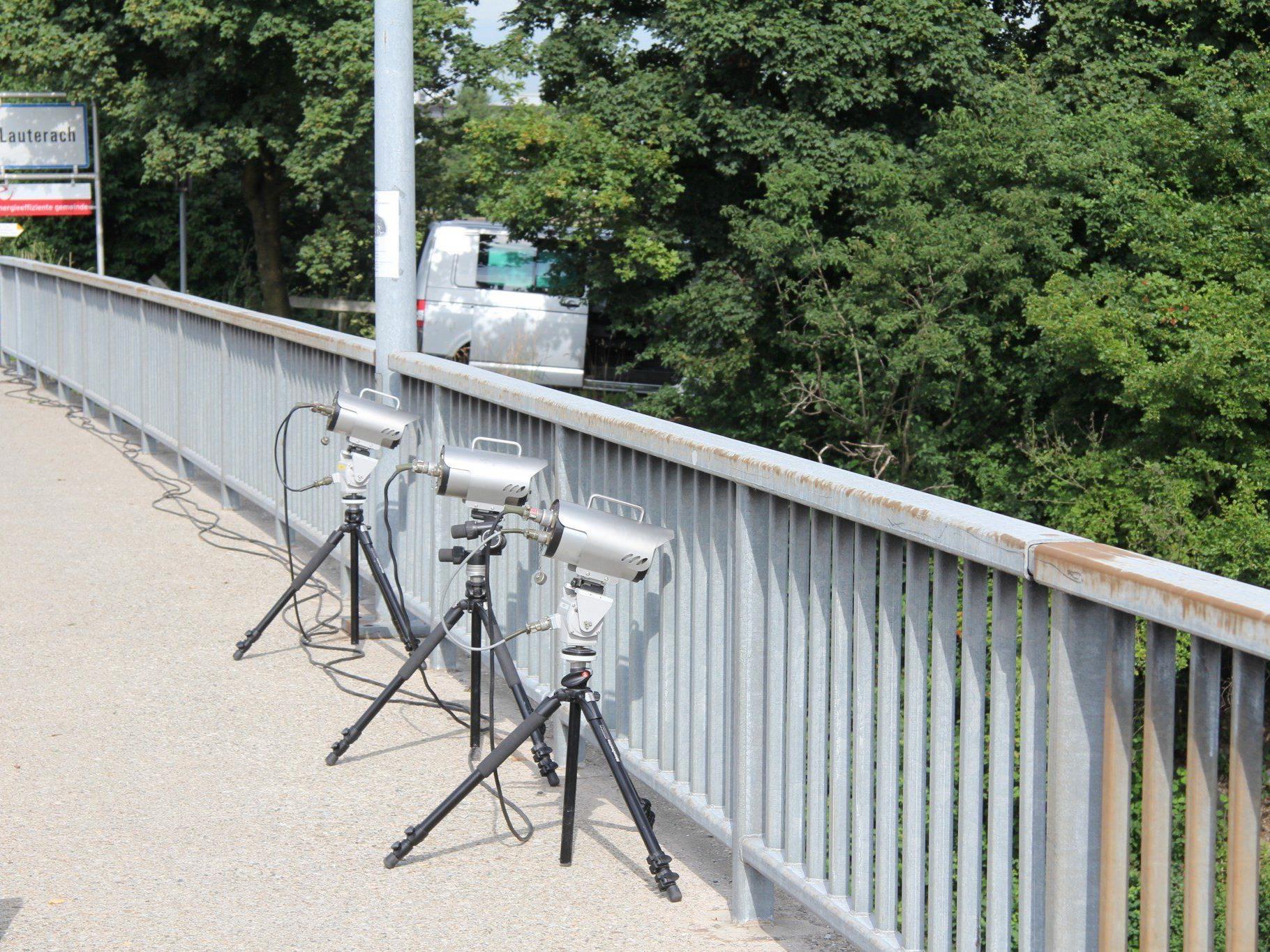 Die mobilen Geräte kontrollieren die Geschwindigkeit und den Abstand der Fahrzeuge.