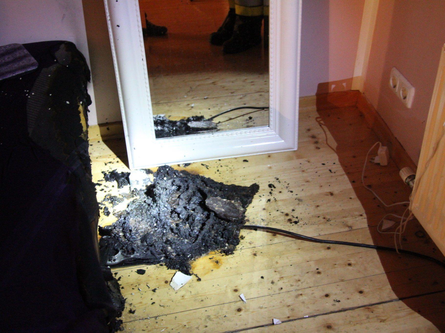 Der 18-jährige Bursch konnte den Brand löschen noch bevor die Feuerwehr eintraf.