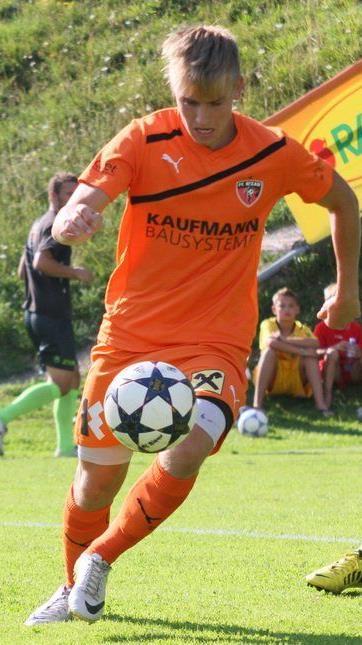 Kaufmann Bausysteme bleibt weitere drei Jahre Hauptsponsor beim FC Bizau.
