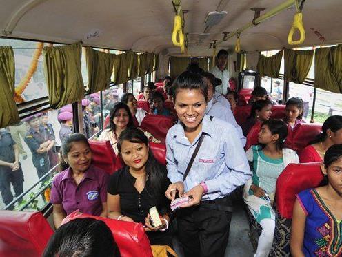 In Guwahati, Indien, gibt es Busse in die, nur Frauen einsteigen dürfen.