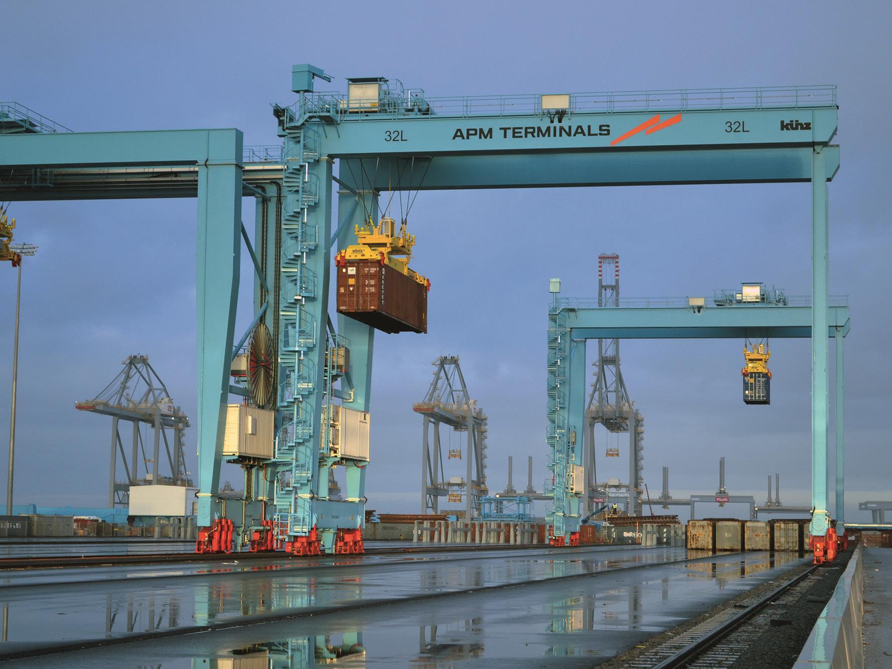 Die vollautomatischen Stapelkrane von Künz in Rotterdam sind bereits geliefert und installiert.
