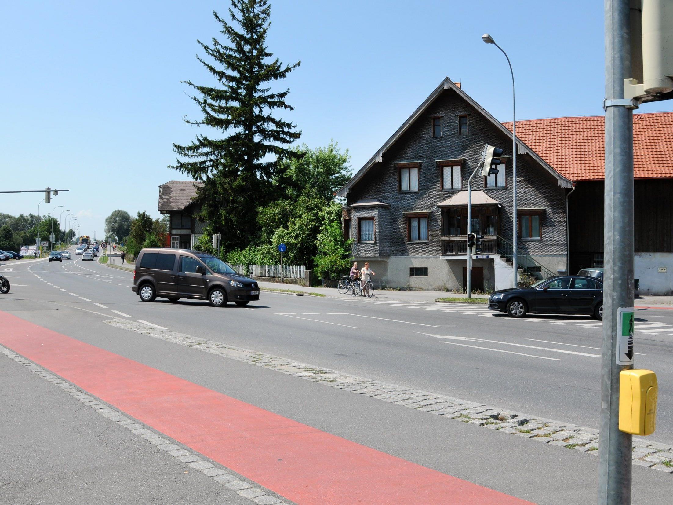 Die Kreuzung der Rheinstraße mit der Landstraße in Hard wird umgestaltet.