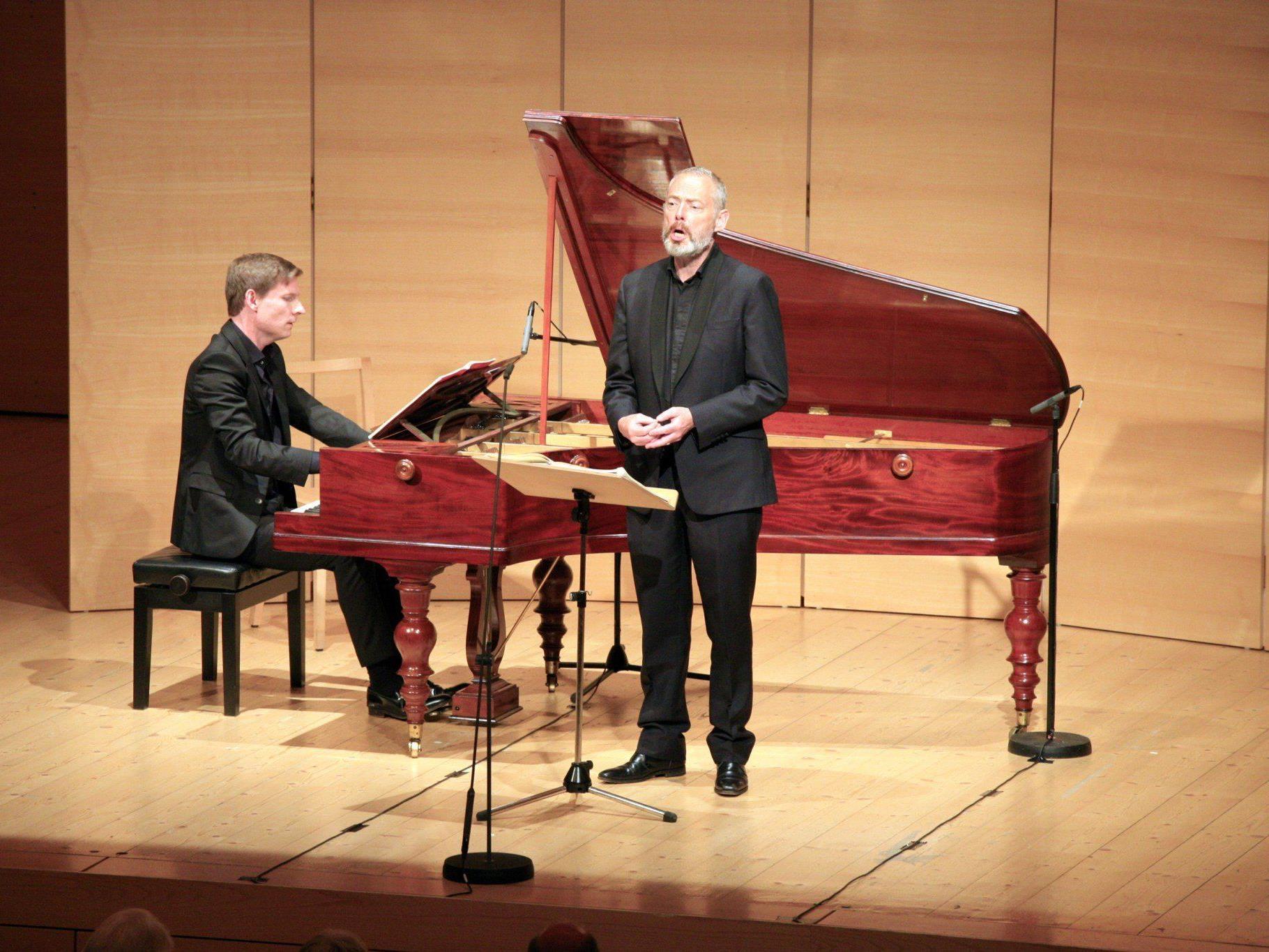 Mark Padmore (Tenor) und Kristian Bezuidenhout am Hammerklavier.