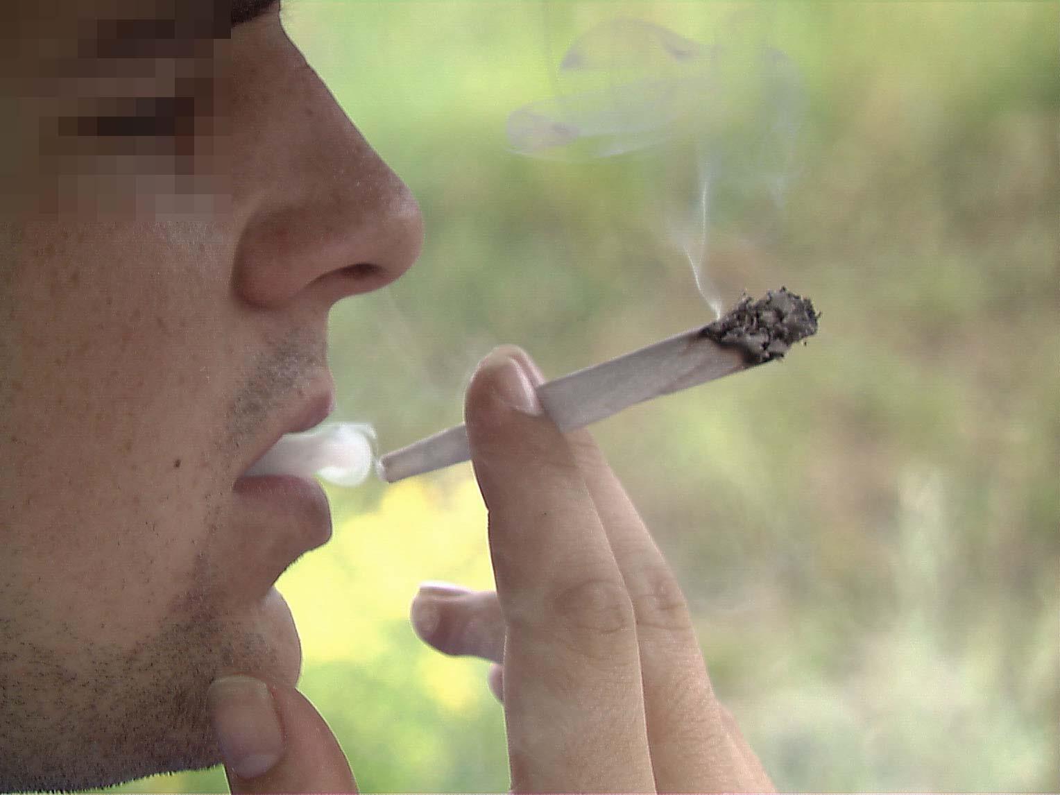 Sein Hang zum Joint und Geschäfte mit Marihuana werden einen 22-Jährigen nach der Verurteilung teuer zu stehen kommen.
