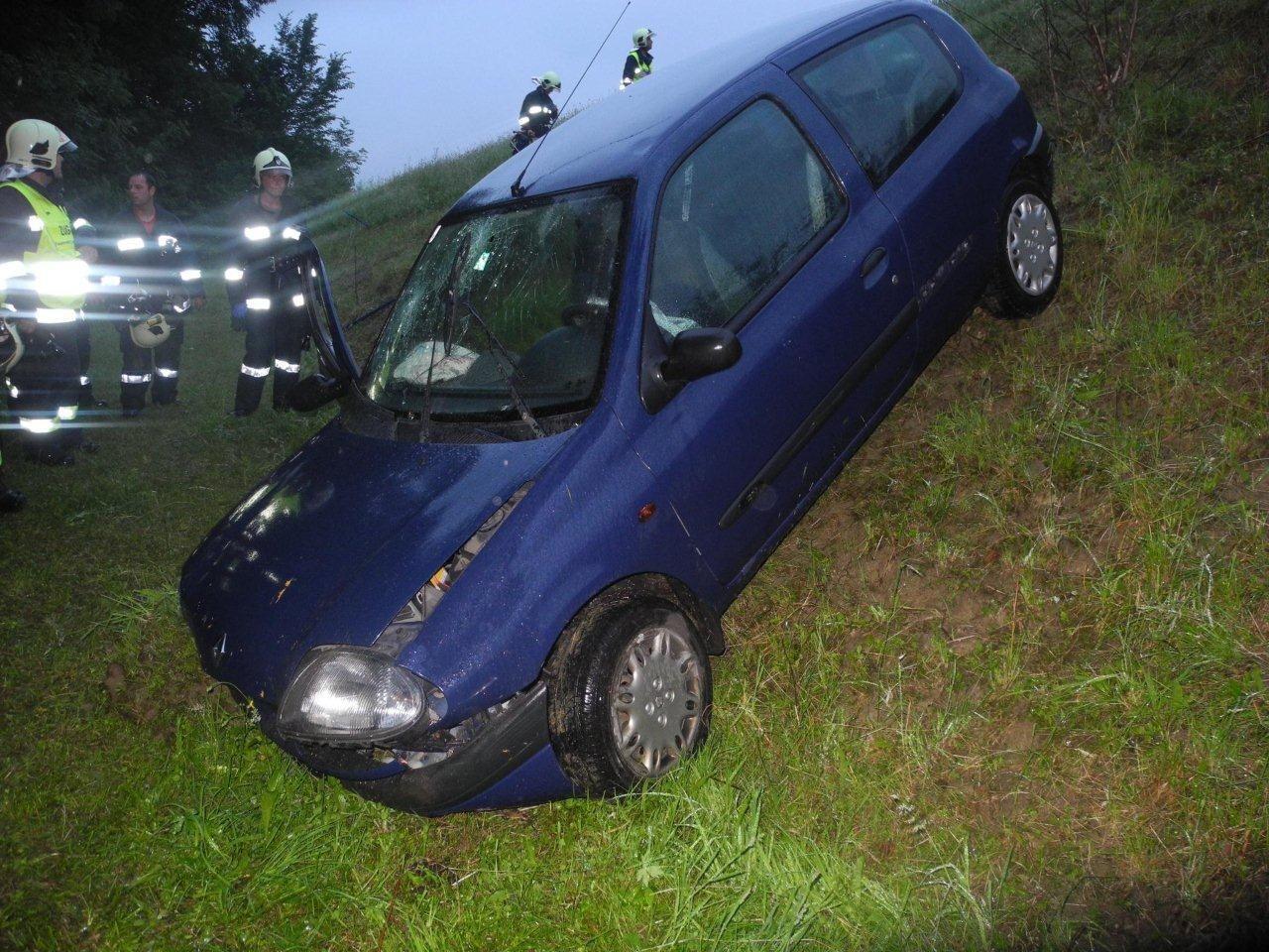 Alkoholisierter Pkw-Lenker verursachte in Batschuns schweren Verkehrsunfall.