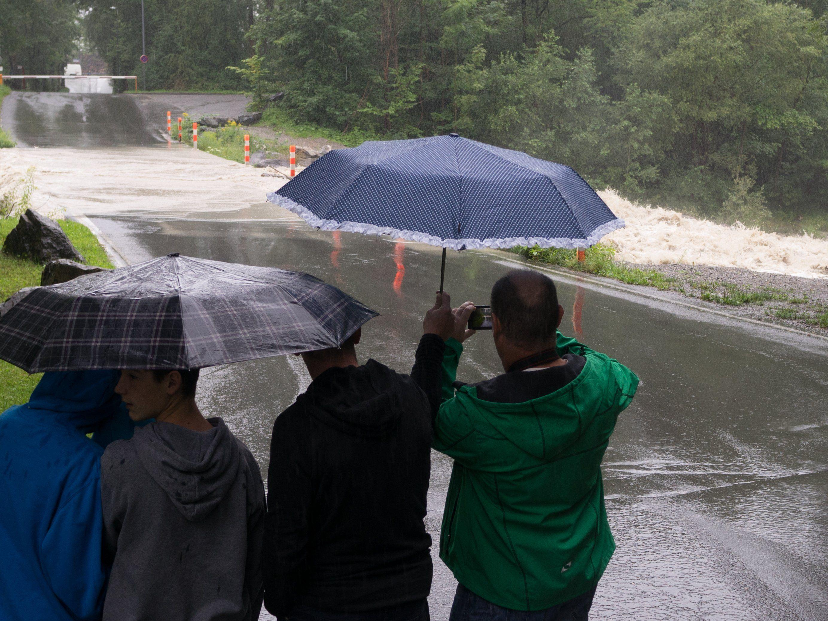 Der Regen ließ rechtzeitig nach, bevor es zu schwerern Überschwemmungen kommen konnte.