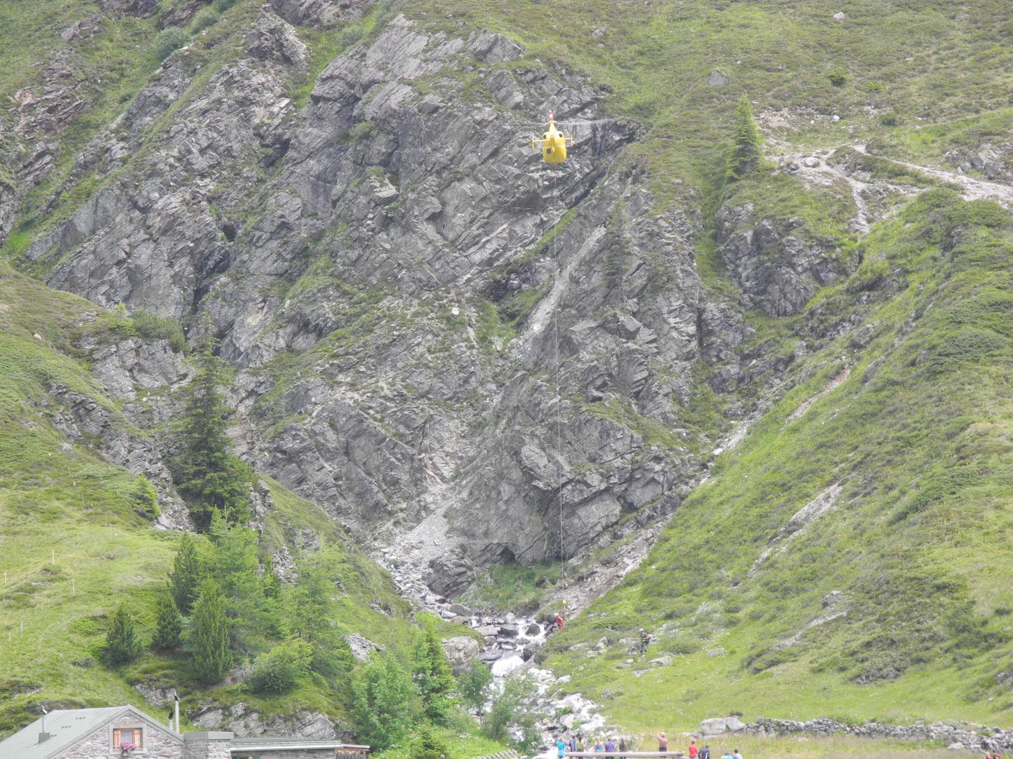 Die Bergung des verunfallten Mountainbikers durch den Rettungshubschrauber Christophorus 5.