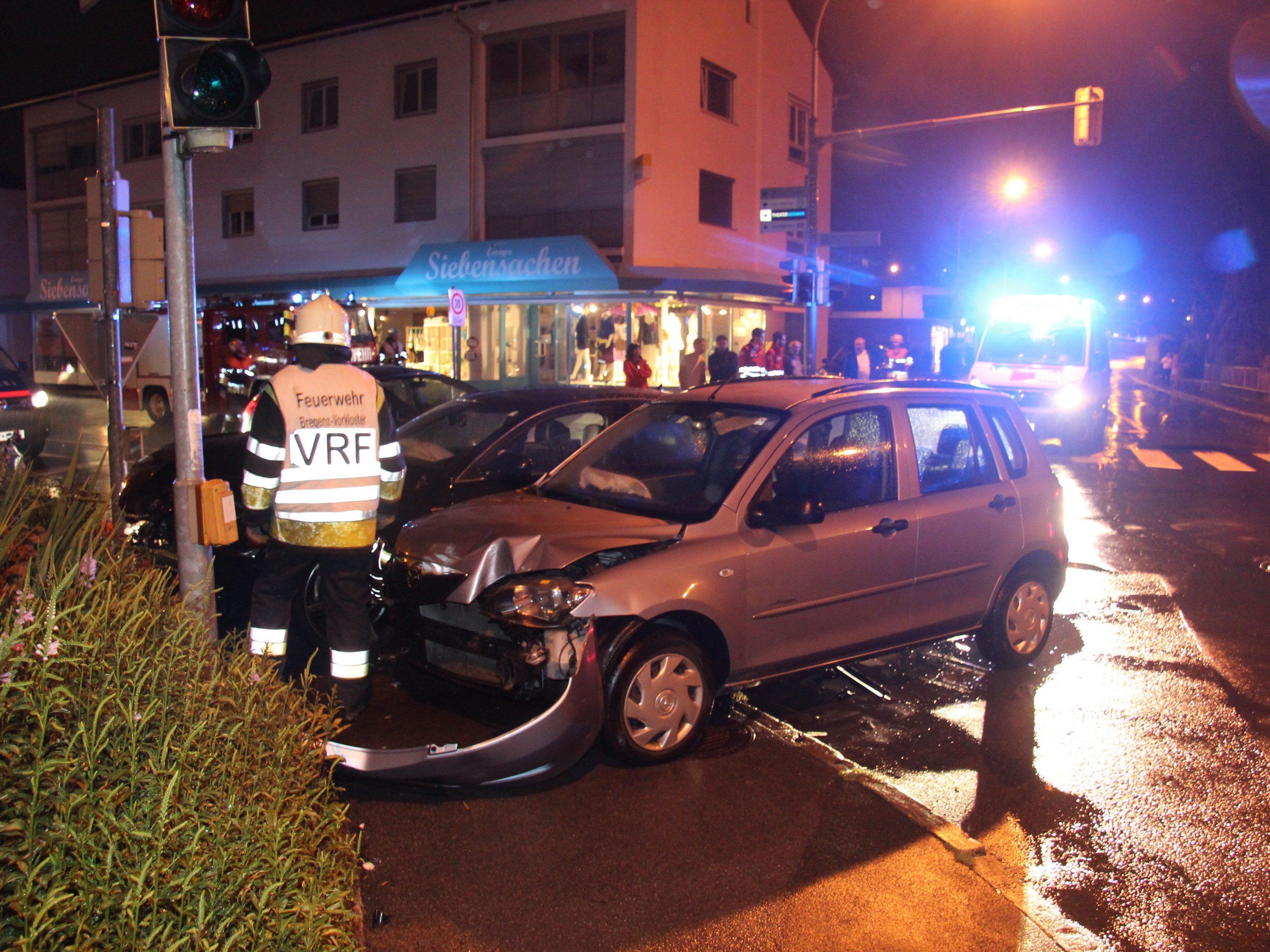 Beide Lenker blieben bei dem Unfall mit hohem Sachschaden unverletzt.
