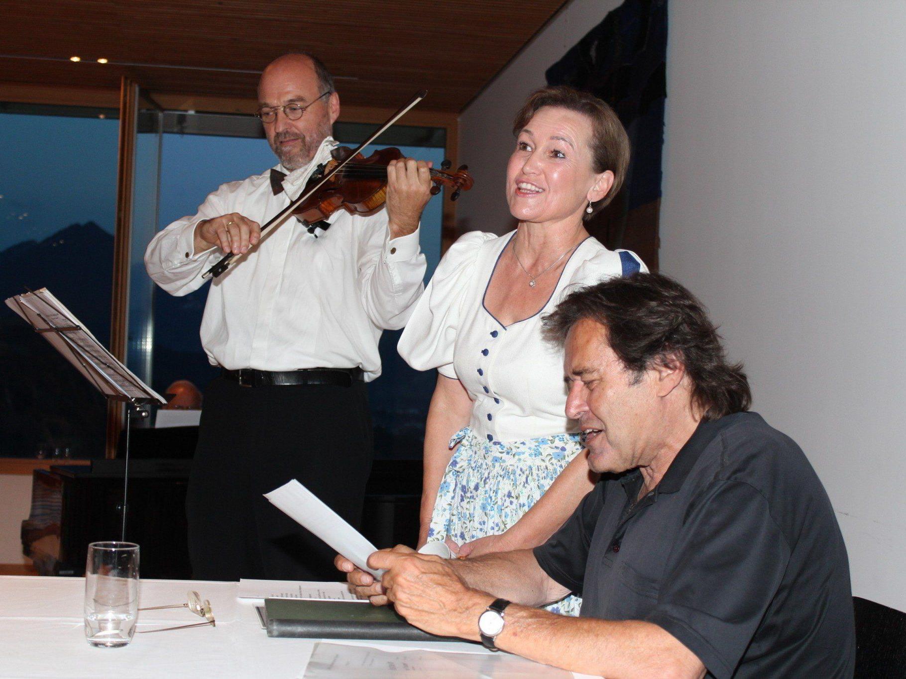 Thomas Furrer mit Birgit Plankel und Kurt Sternik.