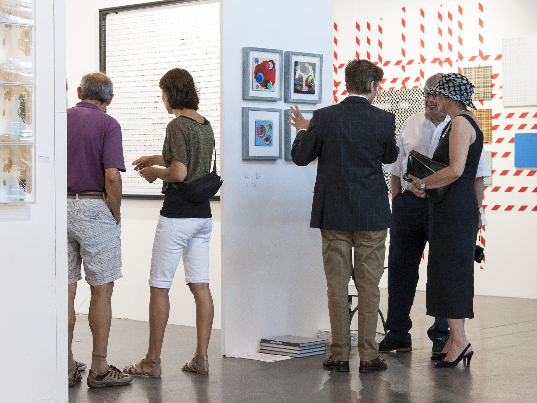 68 Aussteller aus sieben Ländern präsentieren rund 400 Künstler.