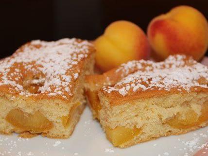 Diesmal haben wir ein Rezept für leckeren Marillenkuchen für euch vorbereitet.