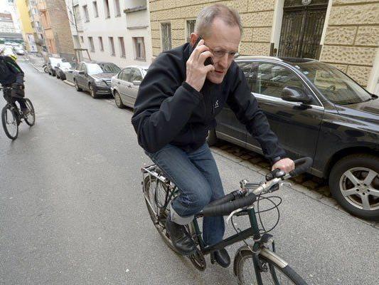 Telefonieren ist am Rad nur mit einer zugelassenen Freisprecheinrichtung erlaubt.