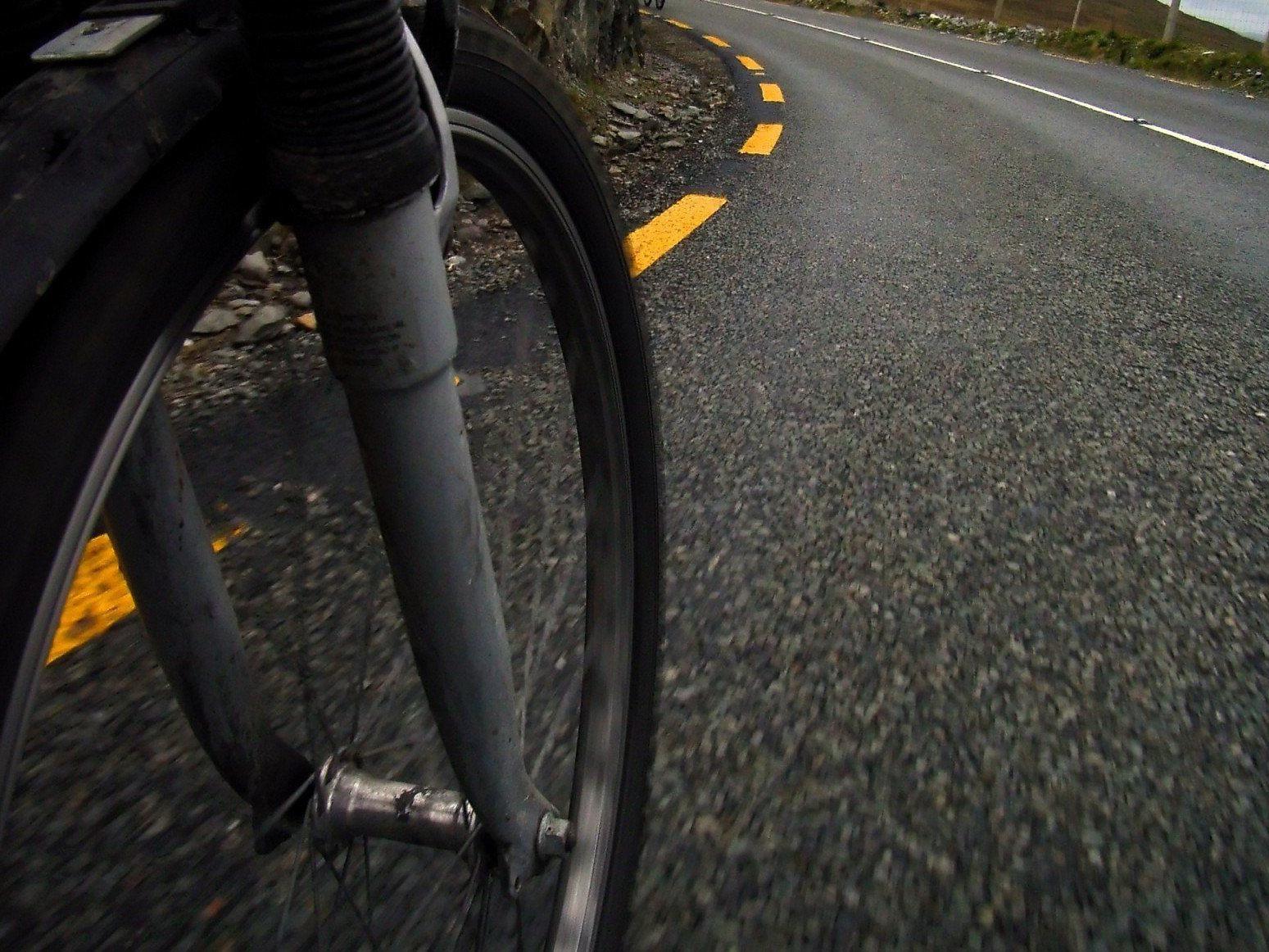 Mountainbike-Fahrerin bei Kollision mit Pkw in Schlins verletzt.