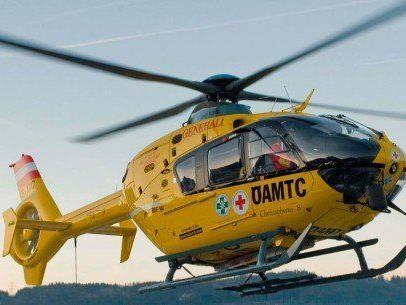 Mit Verdacht auf Verletzungen an der Wirbelsäule wurde das Mädchen ins Spital geflogen.
