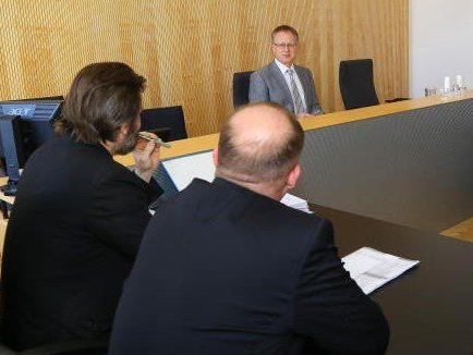 Im Casinoprozess hat Richter Gerhard Winkler einen ehemaligen Manager in Australien per Videokonferenz als Zeuge einvernommen.