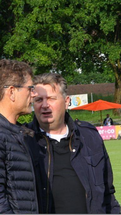 VFV-Präsident Horst Lumper im Smalltalk mit Hohenems Sportstadtrat Friedl Dold.