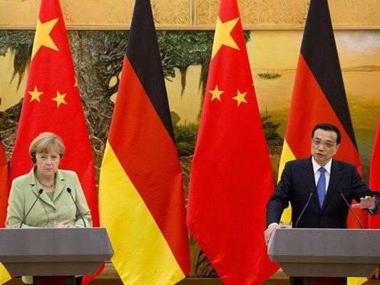 Die deutsche Bundeskanzlerin Merkel traf am Montag auf den chinesischen Ministerpräsidenten Li Keqiang.