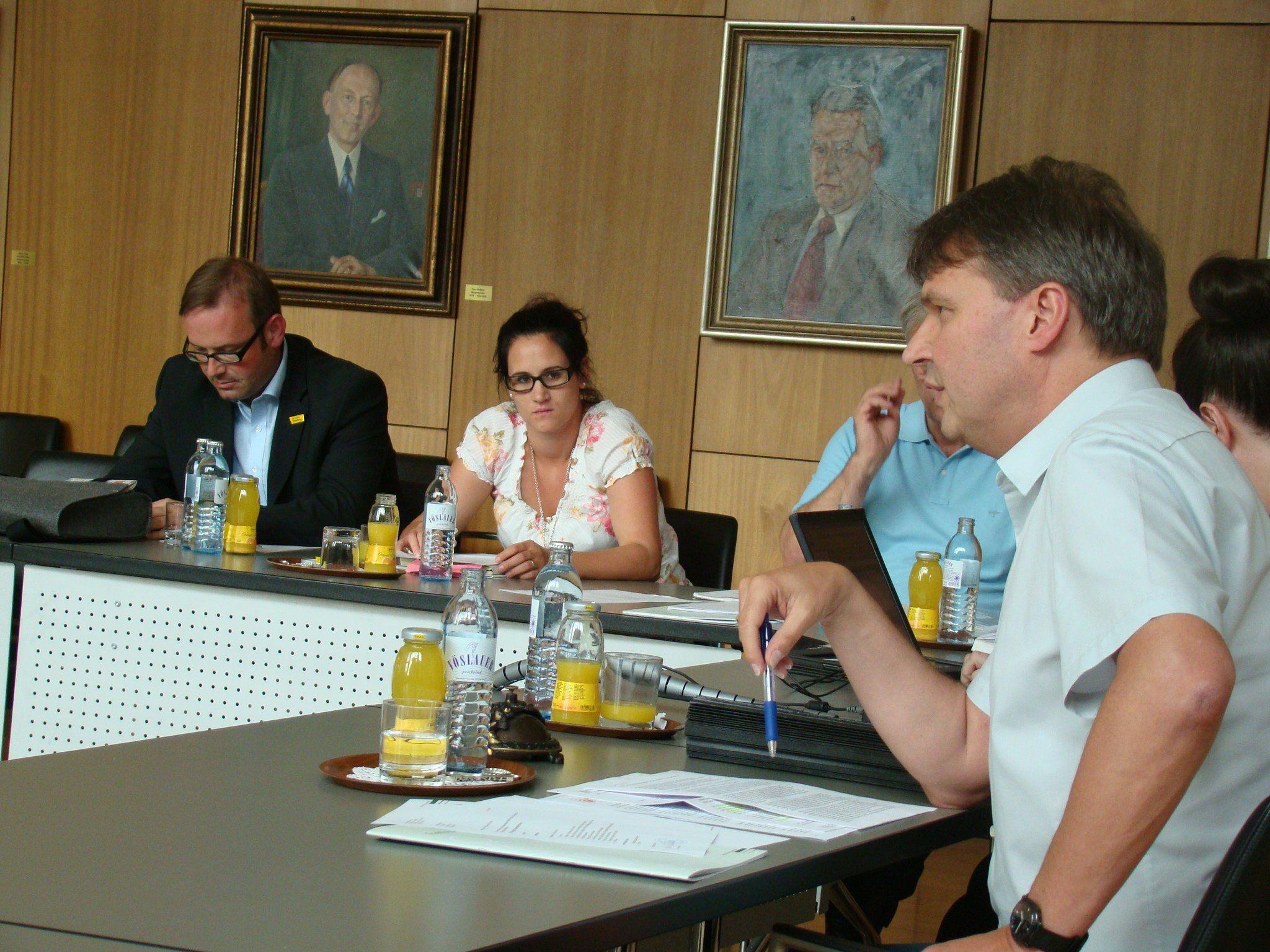 Bürgermeister Dr. Kurt Fischer leitete die GV-Sitzung wieder mit Elan.