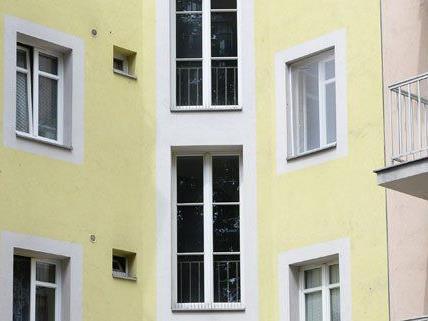 In Wien-Meidling ist ein Bub am Montag lebensgefährlich verletzt worden.