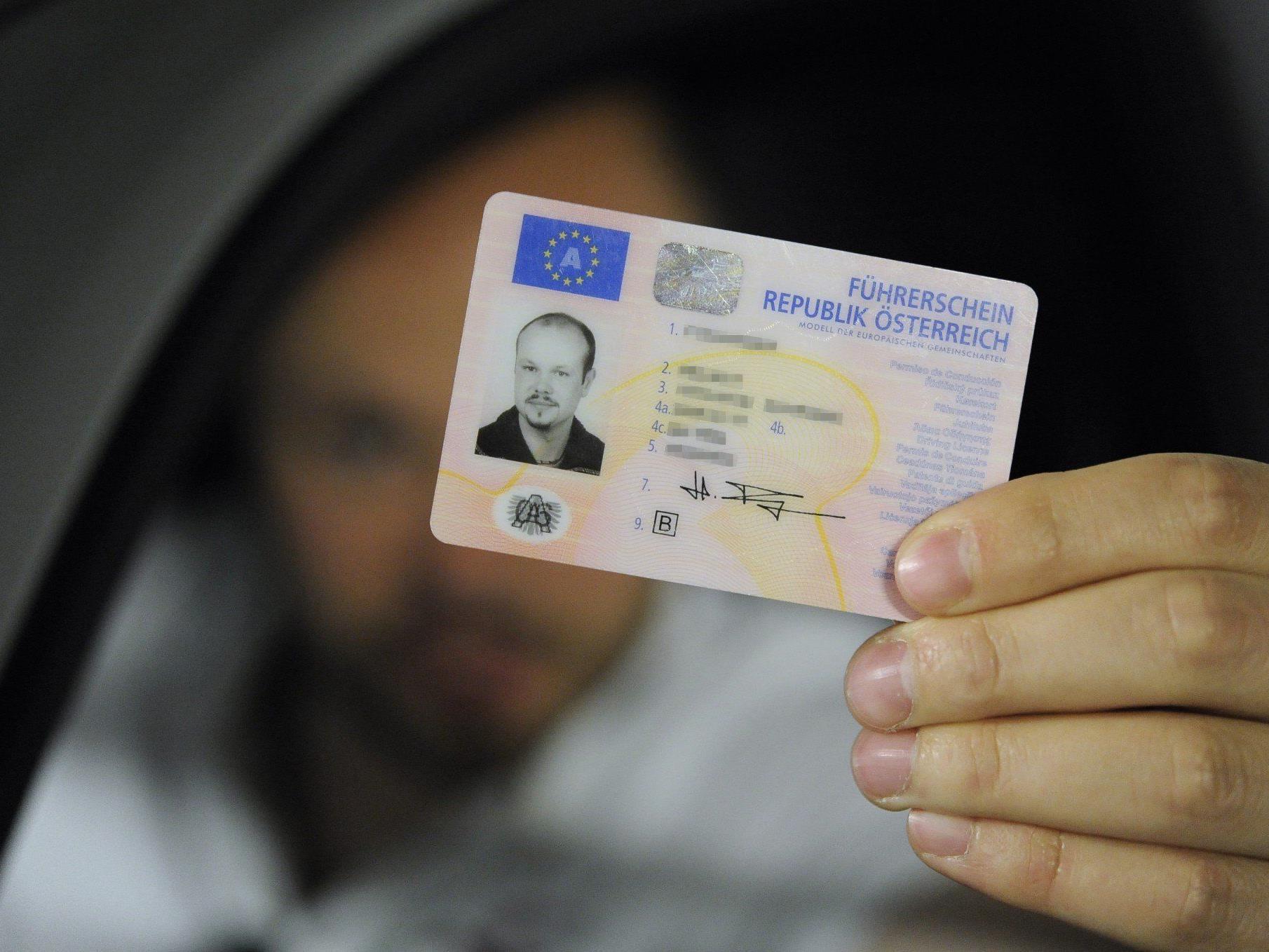 EU-Führerschein: Nach EU-Recht kann man den Führerschein in einem anderen Mitgliedsstaat erwerben. Voraussetzung: der Wohnsitz dort.