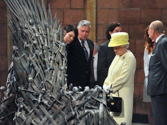 """Die Queen besichtigte das Film-Set von """"Game of Thrones""""."""