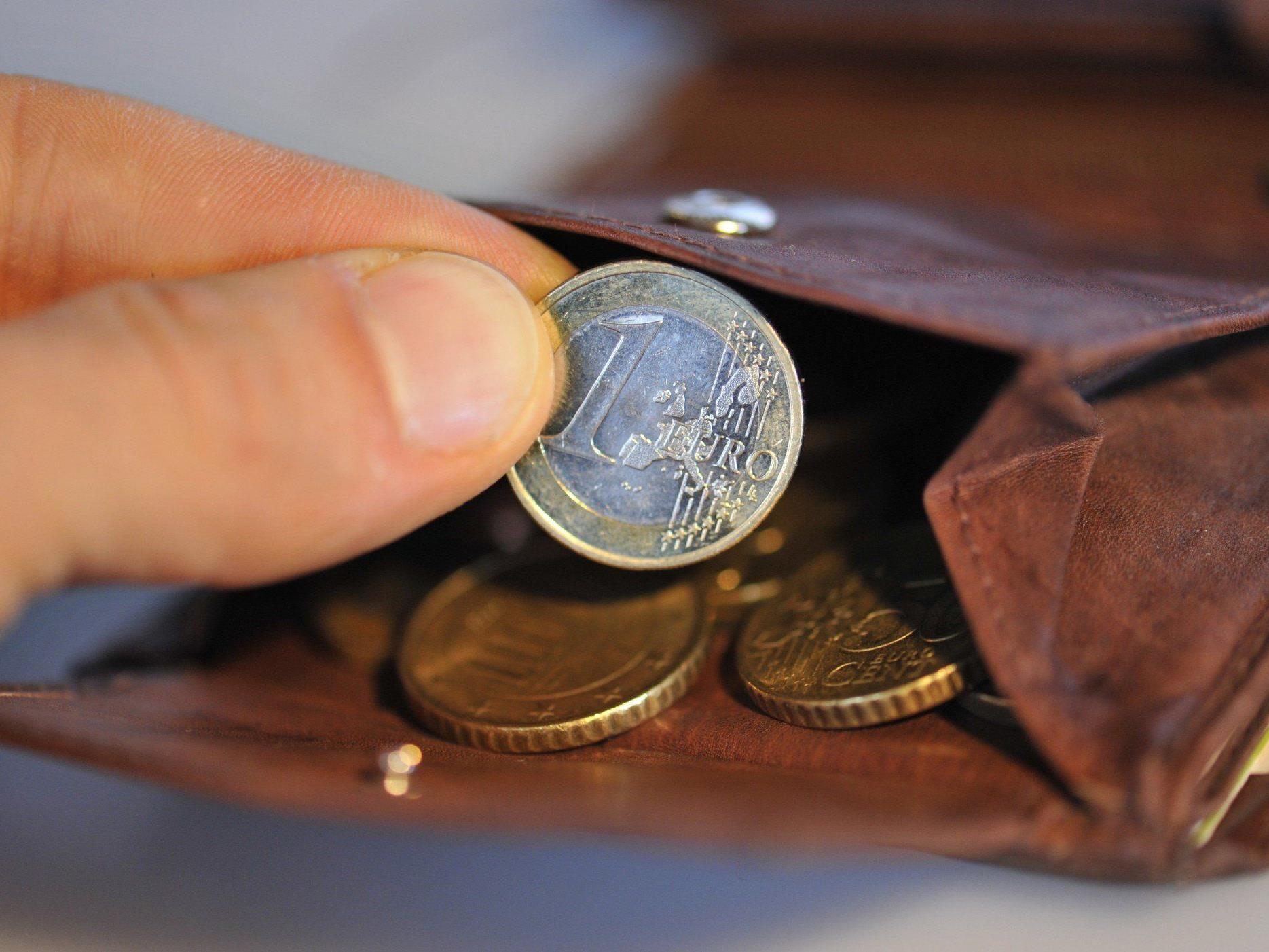 Umfrage: Nur ein Drittel der Vorarlberger kommt mit Einkommen gut aus.