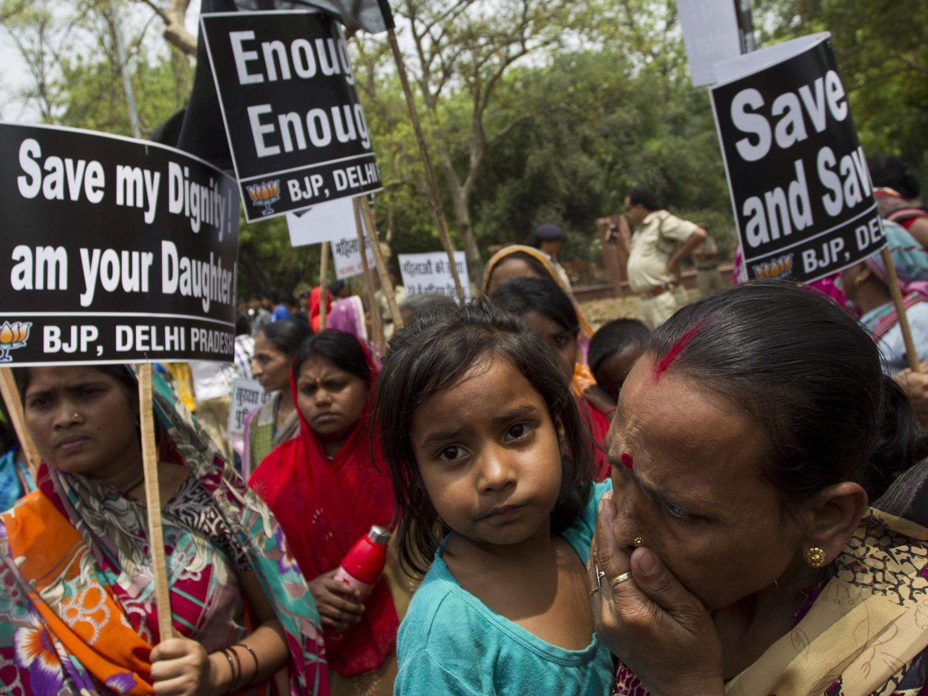 Sexuelle Gewalt gegen Frauen in Indien: Proteste halten an.