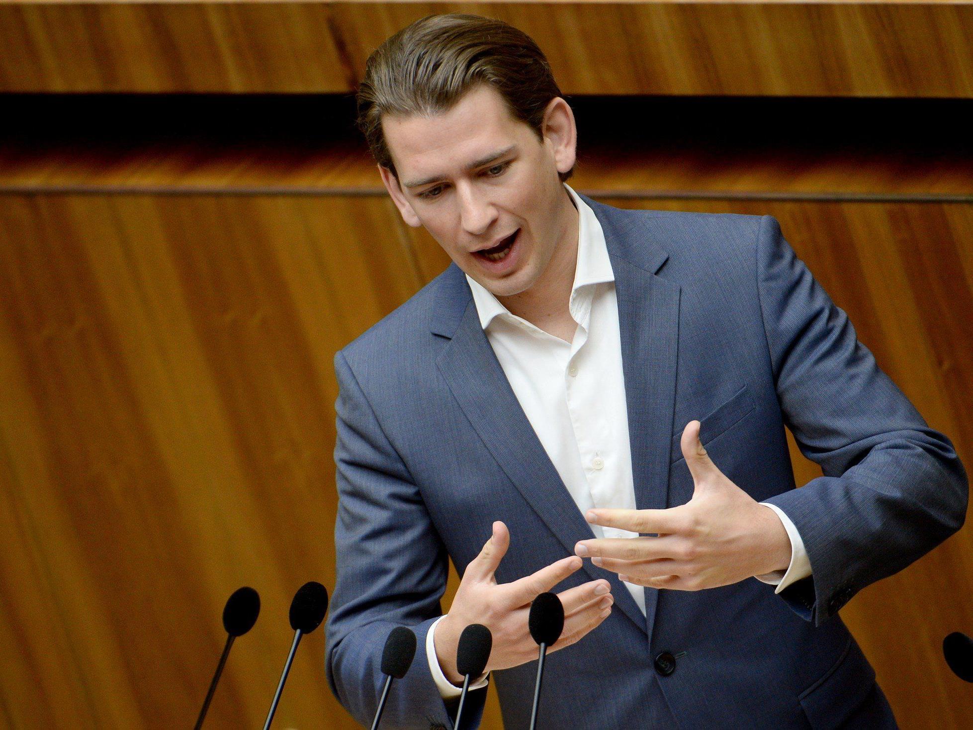 """Außenminister gegen """"künstliche Debatte"""" - Verweist auf andere Integrationsprobleme."""