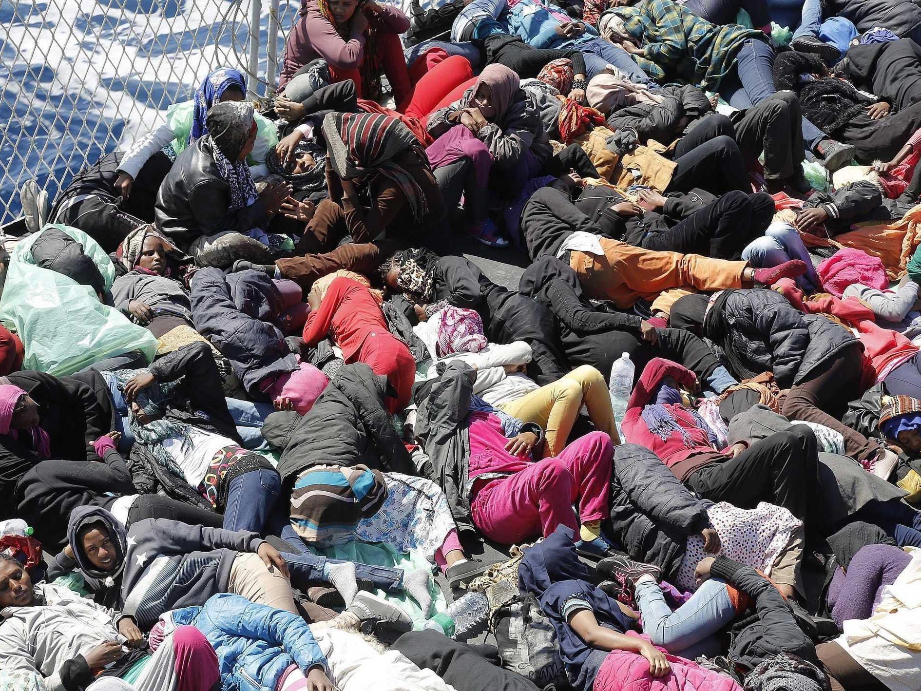 Immer mehr Flüchtlinge versuchen von Afrika nach Lampedusa zu kommen.