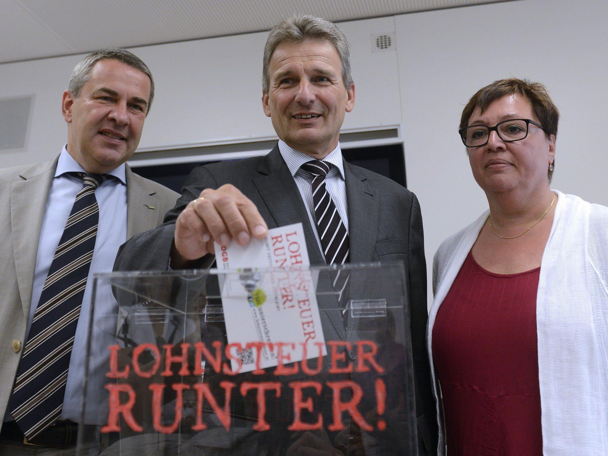 """Der ÖGB will mit der Aktion """"Lohnsteuer runter!"""" 500.000 Unterschriften sammeln."""