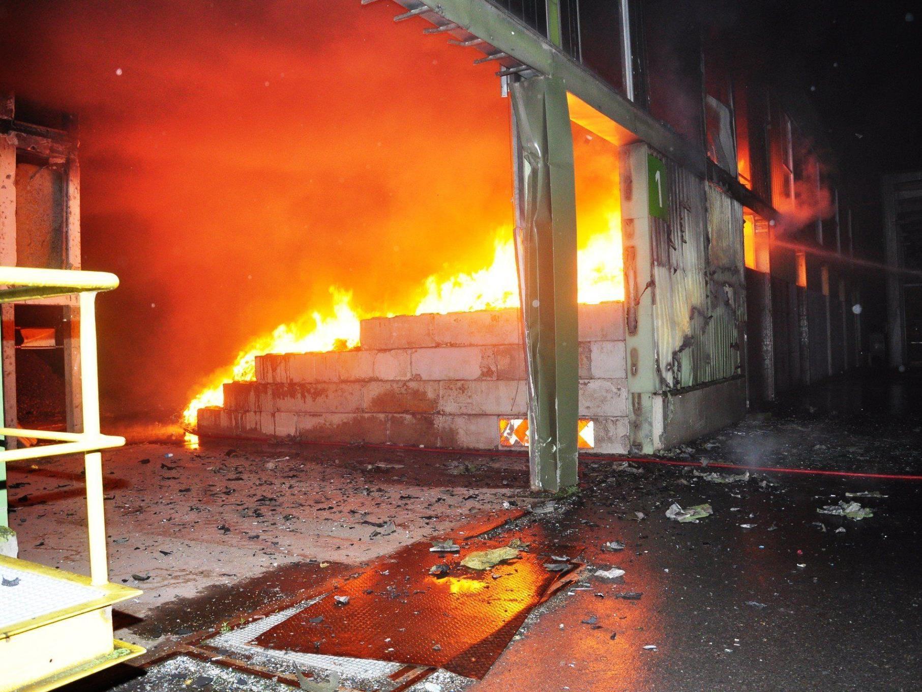 Brand in Halle der Firma Häusle - hoher Sachschaden.