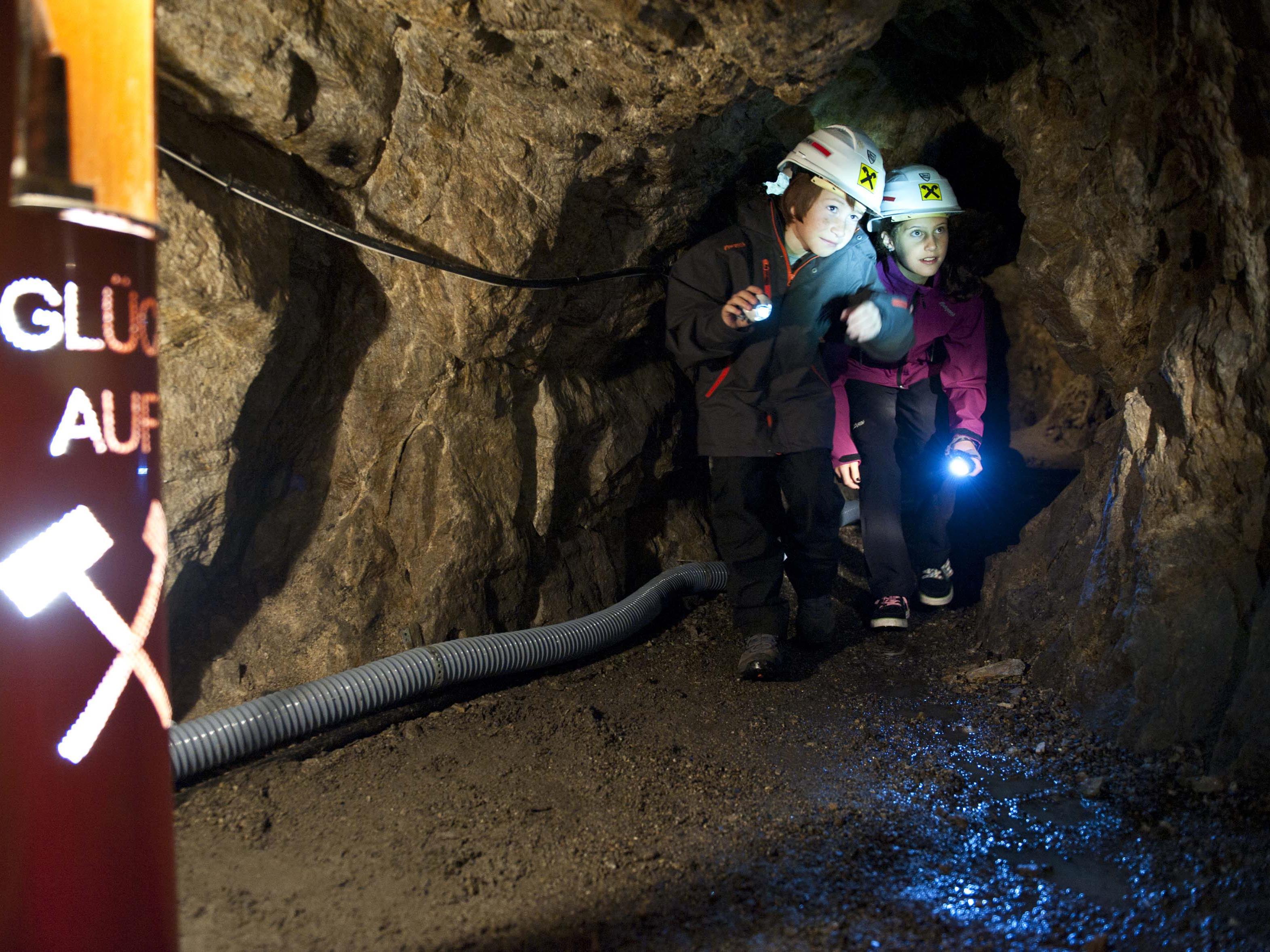Führung im historischen Bergwerk Bartholomäberg.
