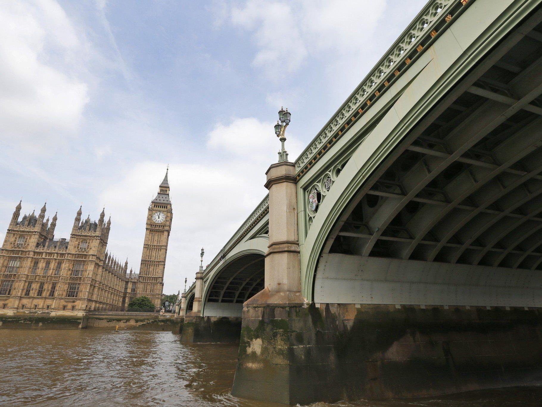 Der Missbrauchs-Skandal im britischen Parlament weitet sich aus.