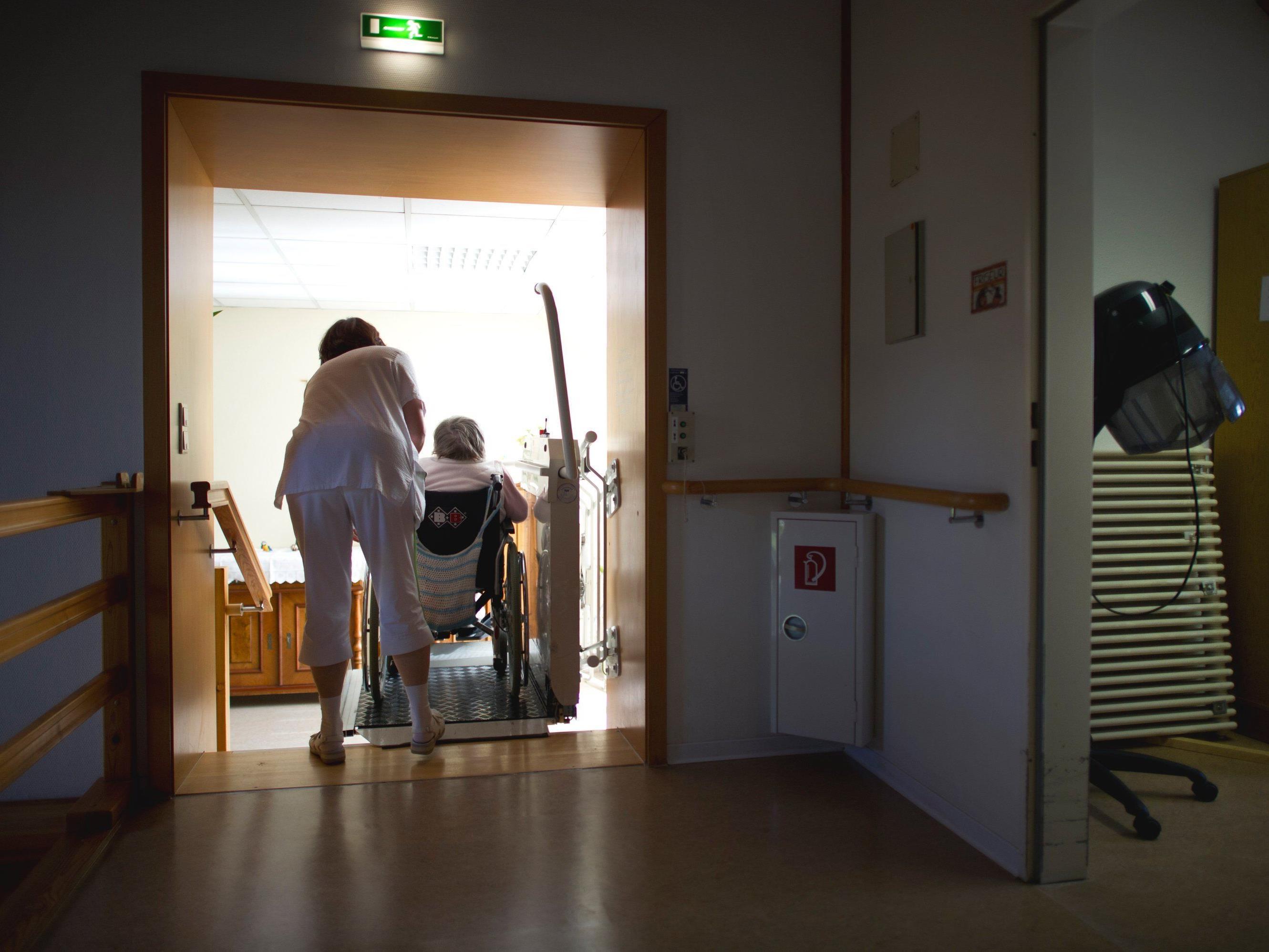 Pflegende Angehörige im Erbrecht mehr berücksichtigen?