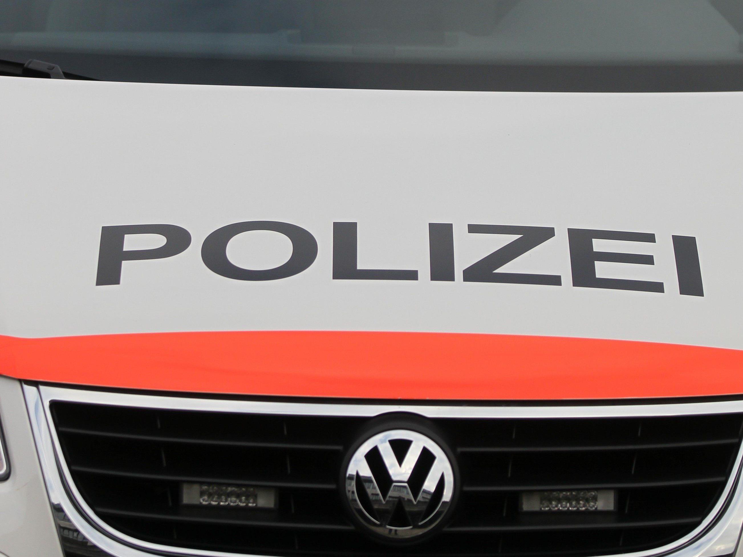 Schweizer Polizist wegen jahrelangem Falschparkens kurz vor der Pension entlassen.