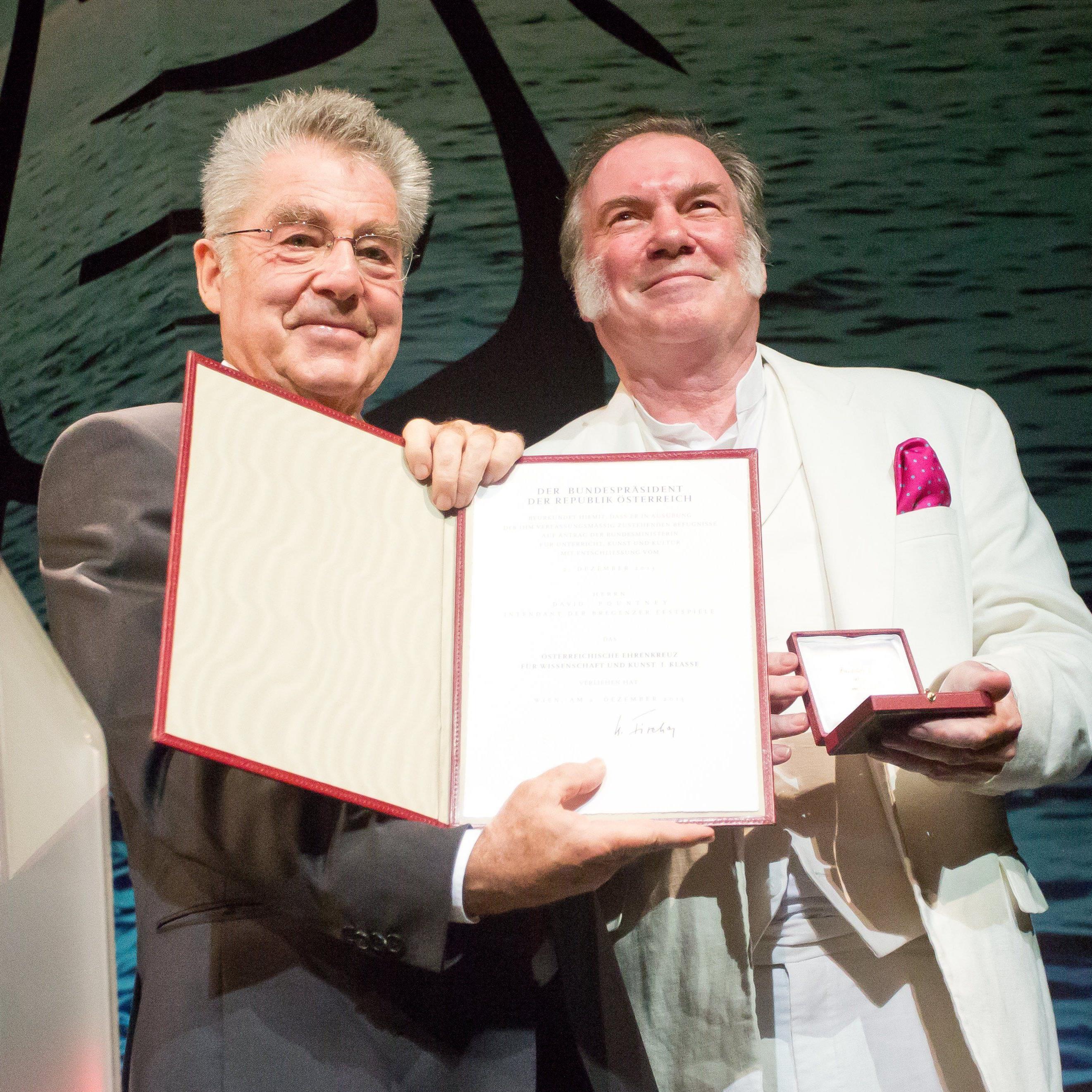 Bregenz feiert Festspielauftakt - Scheidender Intendant David Pountney ausgezeichnet.