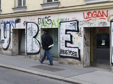 An unzähligen Wänden in Wien ist der Puber-Schriftzug zu finden.