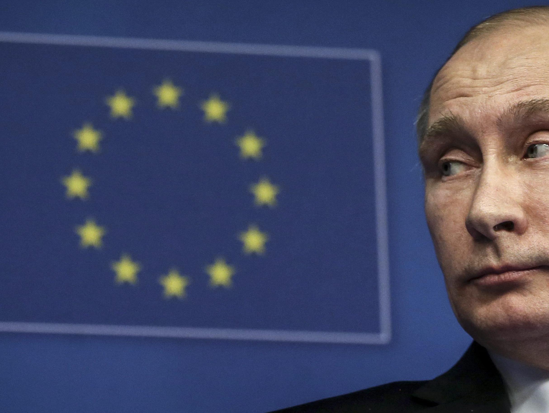 EU beschließt erstmals Wirtschaftssanktionen gegen Russland.