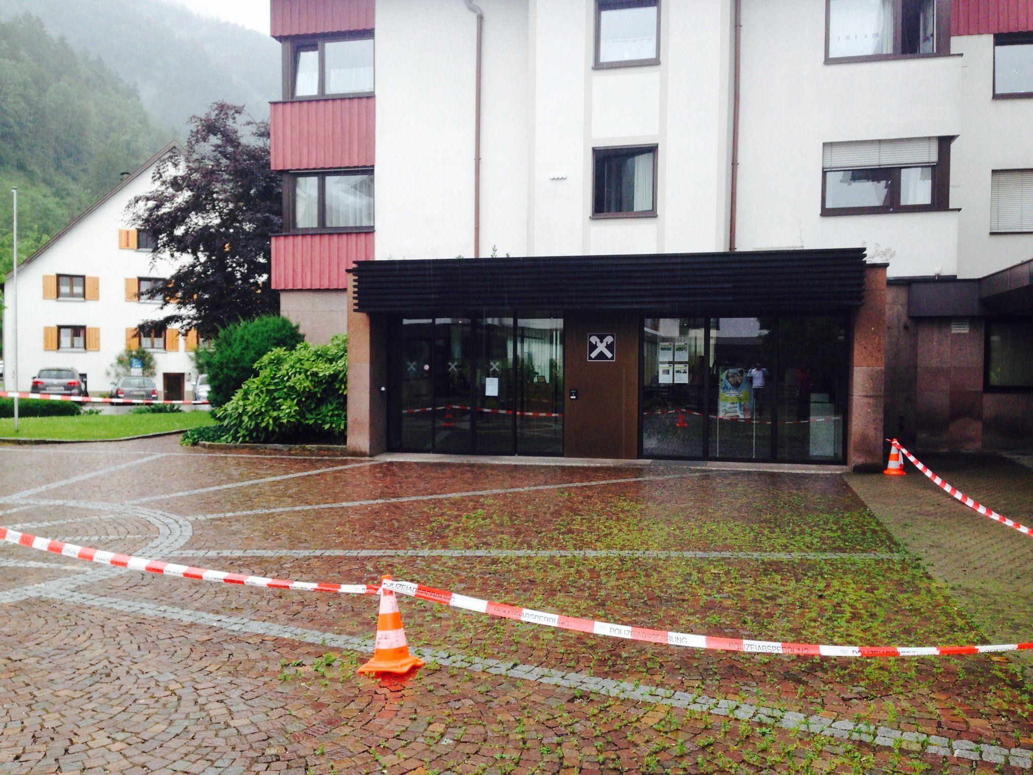 Landesweite Alarmfahndung in Vorarlberg nach Banküberfall in Nüziders