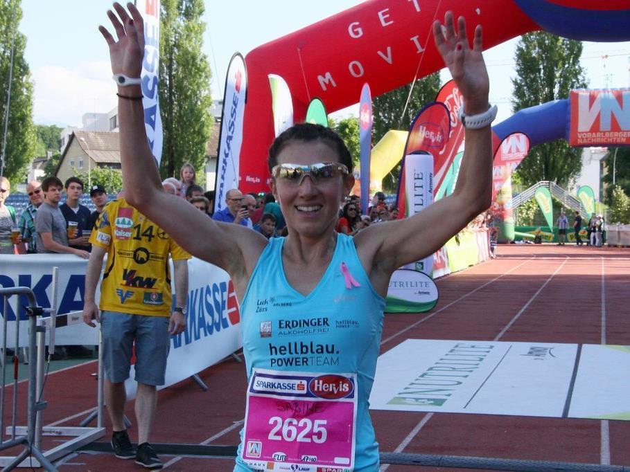 Die Dornbirnerin Sabine Reiner gewinnt bei der Berglauf EM in Frankreich zwei Bronzemedaillen.