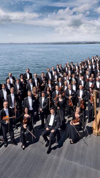 Unter der Leitung von Pilippe Jordan spielen die Wiener Symphoniker das erste Orchesterkonzert in dieser Festspielsaison.