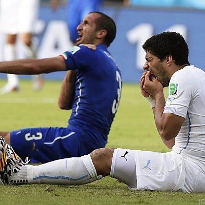 Suarez mit Beißattacke gegen Chiellini