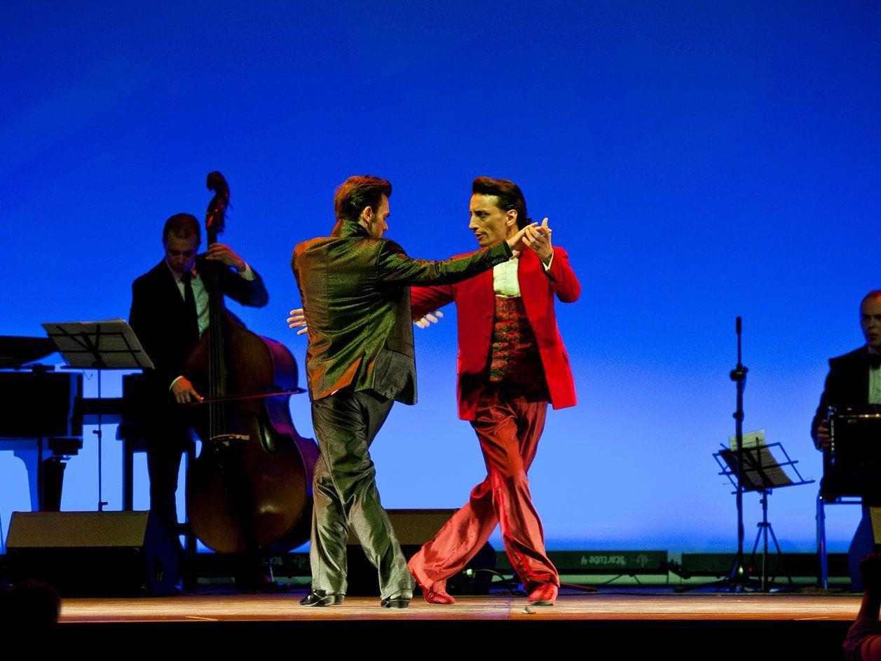 Das Männerduo Martín Maldonado & Maurizio Ghella zeigt Tango in Perfektion.