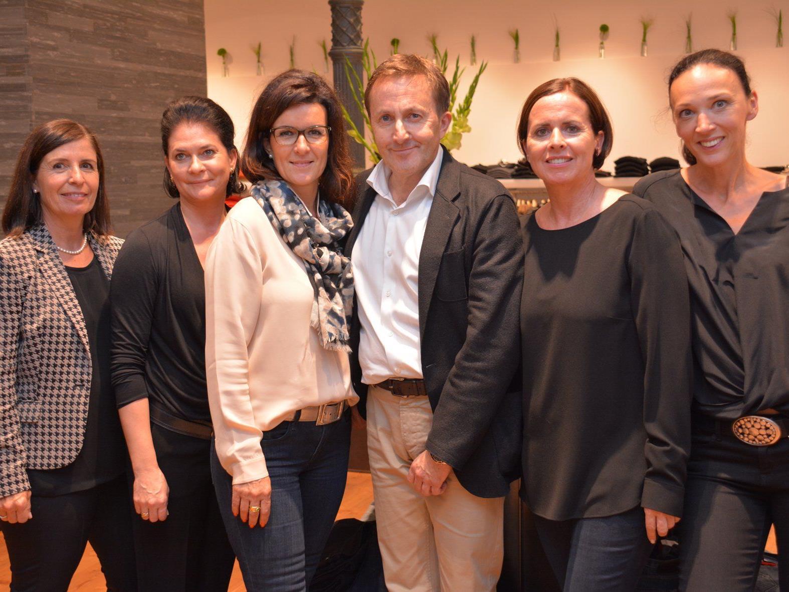 Luden zur Modepräsentation: Ambros Mayer (Mitte) mit Team in der Marktstraße (Fine Clothing).