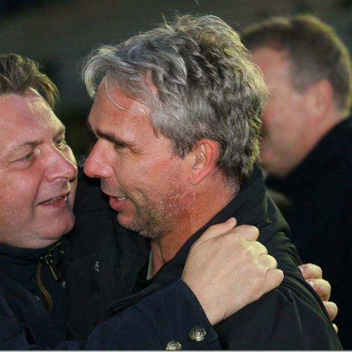 Hohenems-Trainer Rainer Spiegel und Sportstadtrat Friedl Dold freuen sich über das Traumlos.