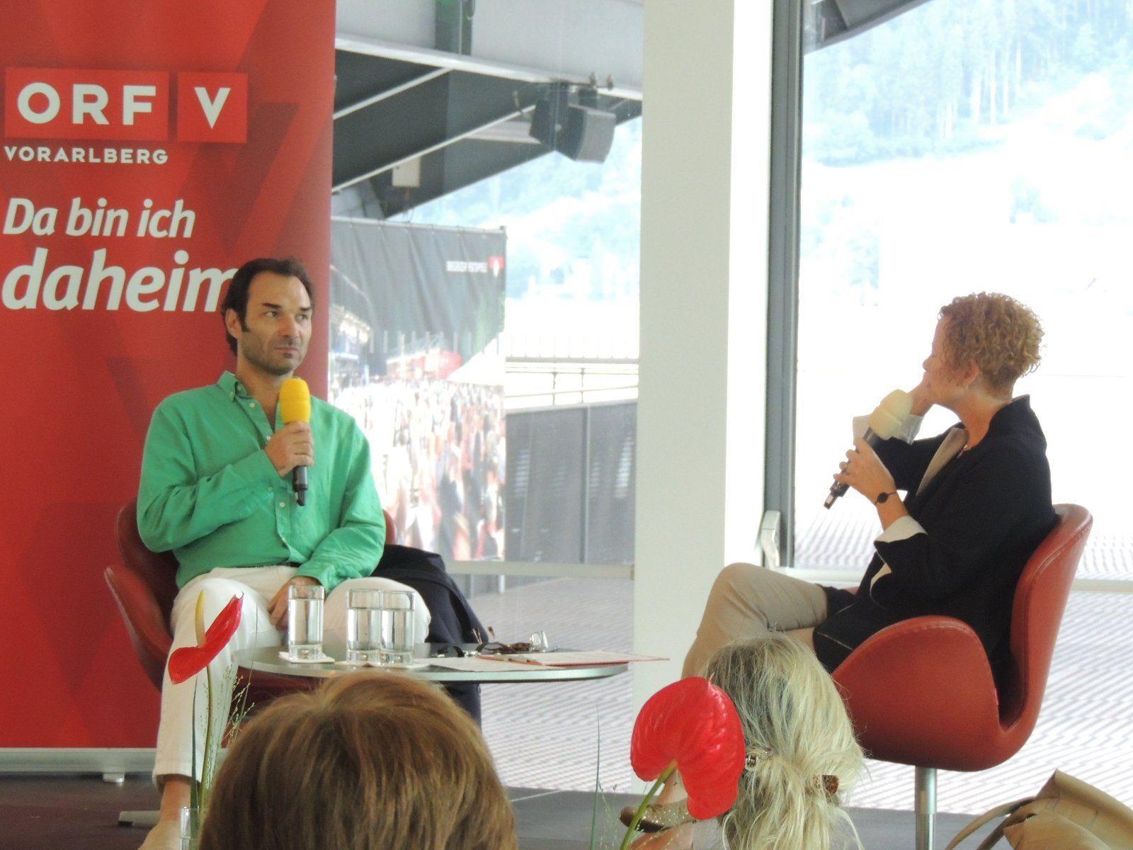Bettina Barnay im Gespräch mit Sänger Nicolai Schukoff